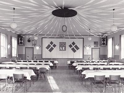 100 års jubilæet - salen pyntet til fest